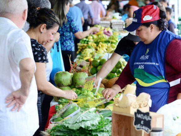 Seas festeja Dia Mundial da Alimentação com degustação de sucos naturais, feira regional e palestra sobre slow food