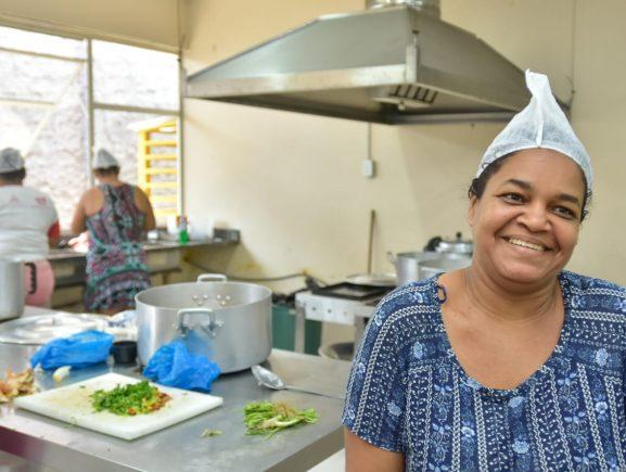 Seas envolve refugiados venezuelanos na limpeza e manutenção do Abrigo do Coroado