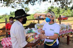Entrega de cestas em Manacapuru