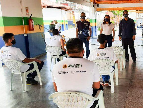 Seas e Cetam promovem curso de manutenção de motocicletas no Centro de Convivência Teonízia Lobo
